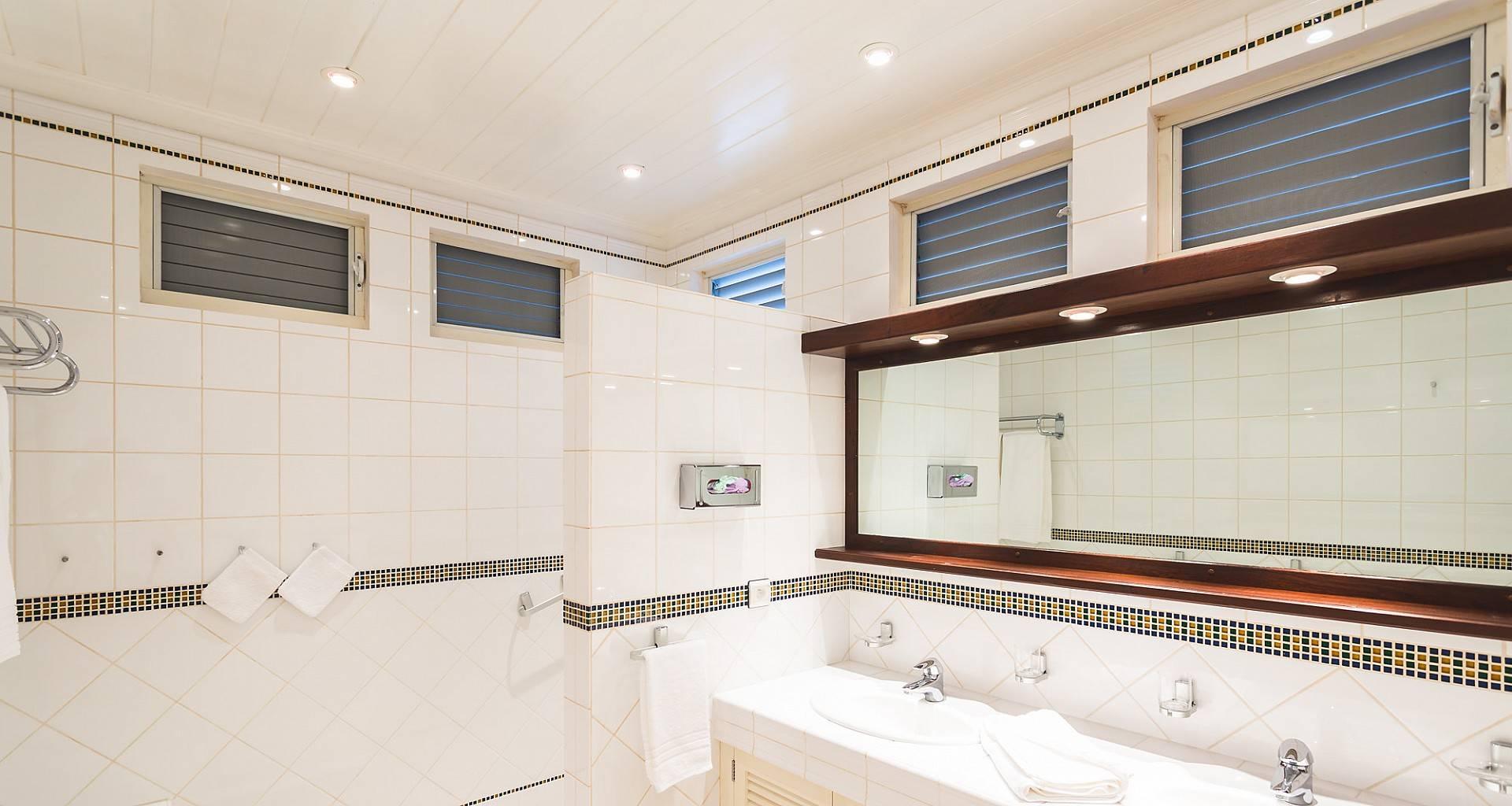 Villa Vialenc Bathroom 2