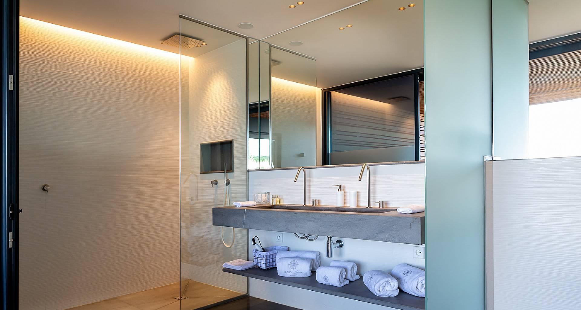 Villa June Bedroom 6