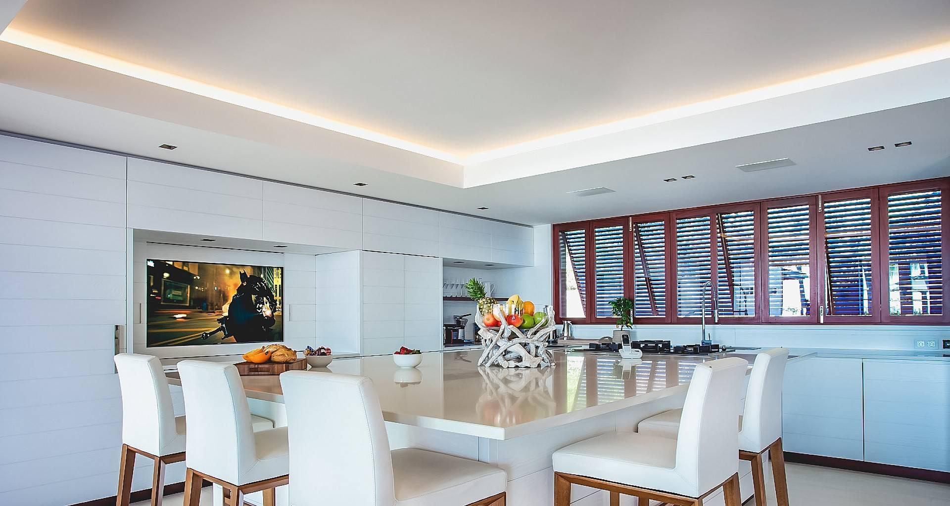 Villa Maison Blanc Bleu Kitchen