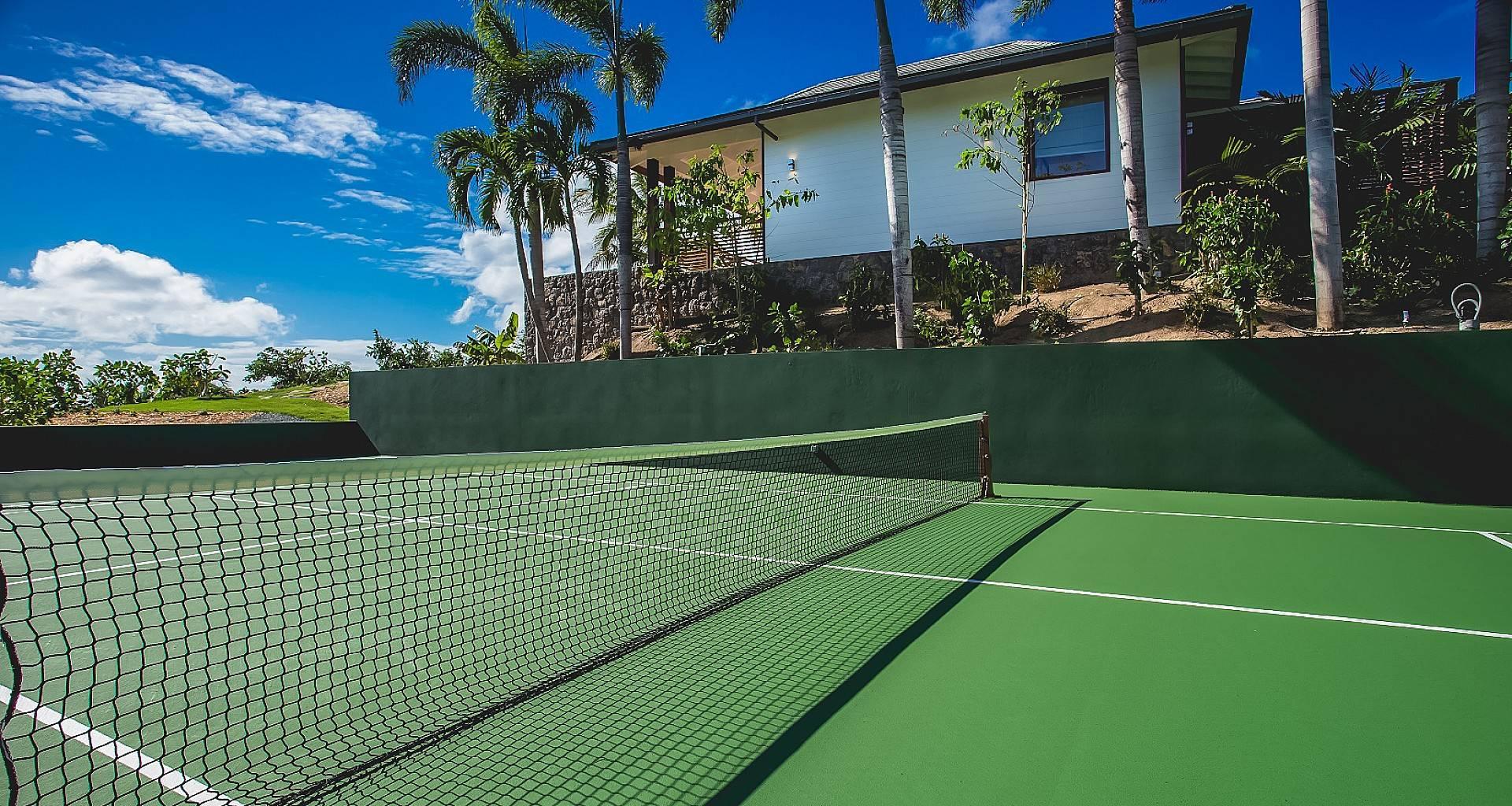 Villa Maison Blanc Bleu Tennis Court